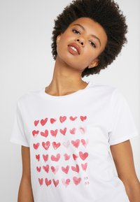 J.CREW - MOTHER'S DAY HEARTS CREWNECK - Print T-shirt - ivory - 3