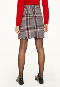 comma - KURZ - Mini skirt - red - 2