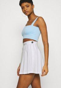 Karl Kani - SMALL SIGNATURE TENNIS SKIRT - Mini skirt - white - 3
