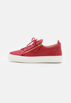 Sneakers laag - red/gold