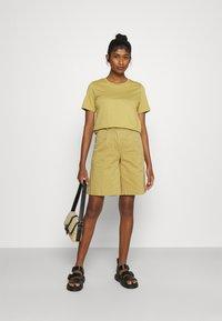Minimum - KIMMA - Basic T-shirt - khaki/green - 1