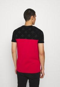 Glorious Gangsta - HERVOS TEE - T-shirt imprimé - red - 2