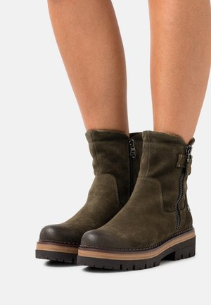 BY GUIDO MARIA KRETSCHMER - Platform ankle boots - olive
