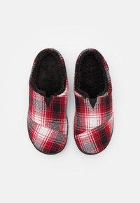 TOMS - BERKELEY - Domácí obuv - red - 3