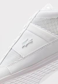 Lacoste - CHAYMON - Sneakersy niskie - white - 5