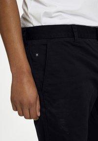 Matinique - MAPRISTU SH CHINO - Shorts - black - 4