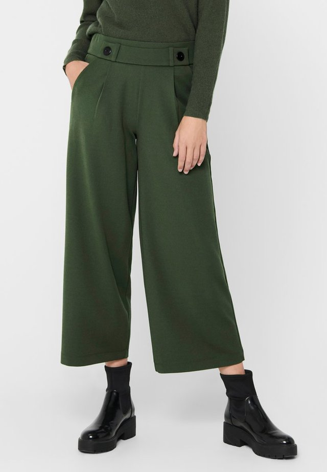 JDYGEGGO NEW ANCLE PANTS - Stoffhose - forest night/black buttons