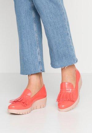 Platform heels - coral