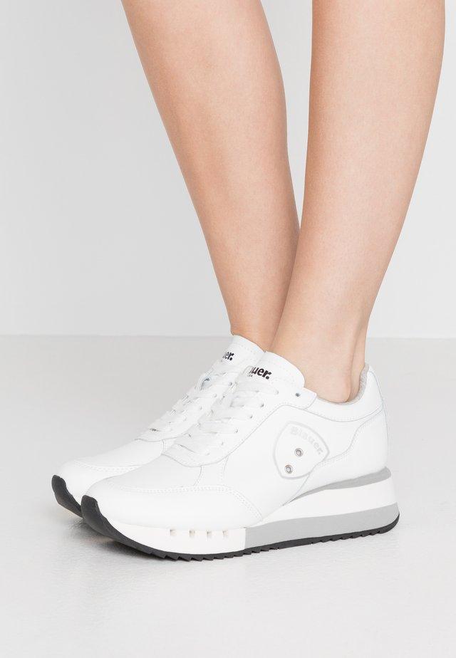 CHARLOTTE - Trainers - white