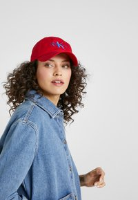 Calvin Klein Jeans - MONOGRAM WITH EMBROIDERY - Cap - red - 4