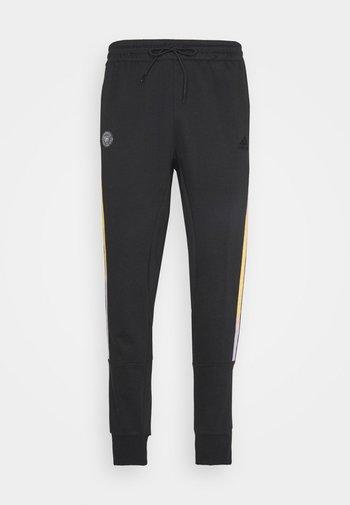 DONOVAN MITCHELL BASKETBALL PANTS - Pantaloni sportivi - black