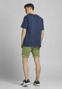 Jack & Jones - Shorts - deep lichen green - 2