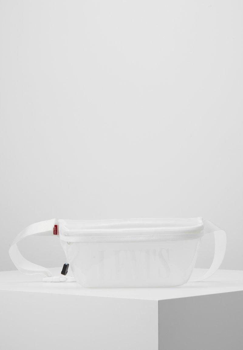 Levi's® - BANANA SLING - Ledvinka - regular white