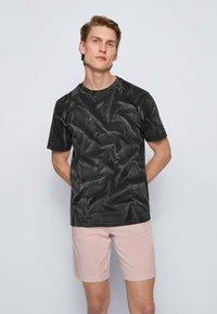 BOSS - TSOIL - Print T-shirt - black - 0