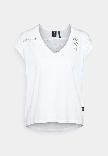 BACKPRINT LOOSE V NECK - Print T-shirt - white