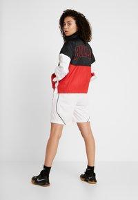Nike Performance - NBA CHICAGO BULLS WOMENS JACKET - Treningsjakke - black/university red/white - 2
