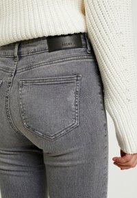 Noisy May Petite - NMLUCY - Jeans Skinny Fit - light grey denim - 3