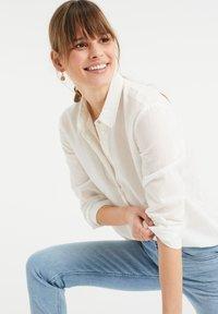 WE Fashion - Button-down blouse - white - 3