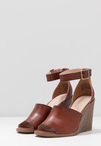 Madden Girl - GARLAND - High heeled sandals - cognac paris - 4