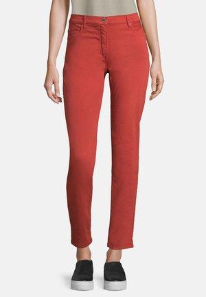 MIT TASCHEN - Trousers - dunkelrot