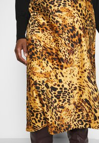 CAPSULE by Simply Be - LEOPARD PRINT MIDI SKIRT - Pencil skirt - tan/black - 4