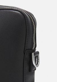 Calvin Klein - MINIMALISM SLIM LAPTOP BAG - Taška na laptop - black - 3