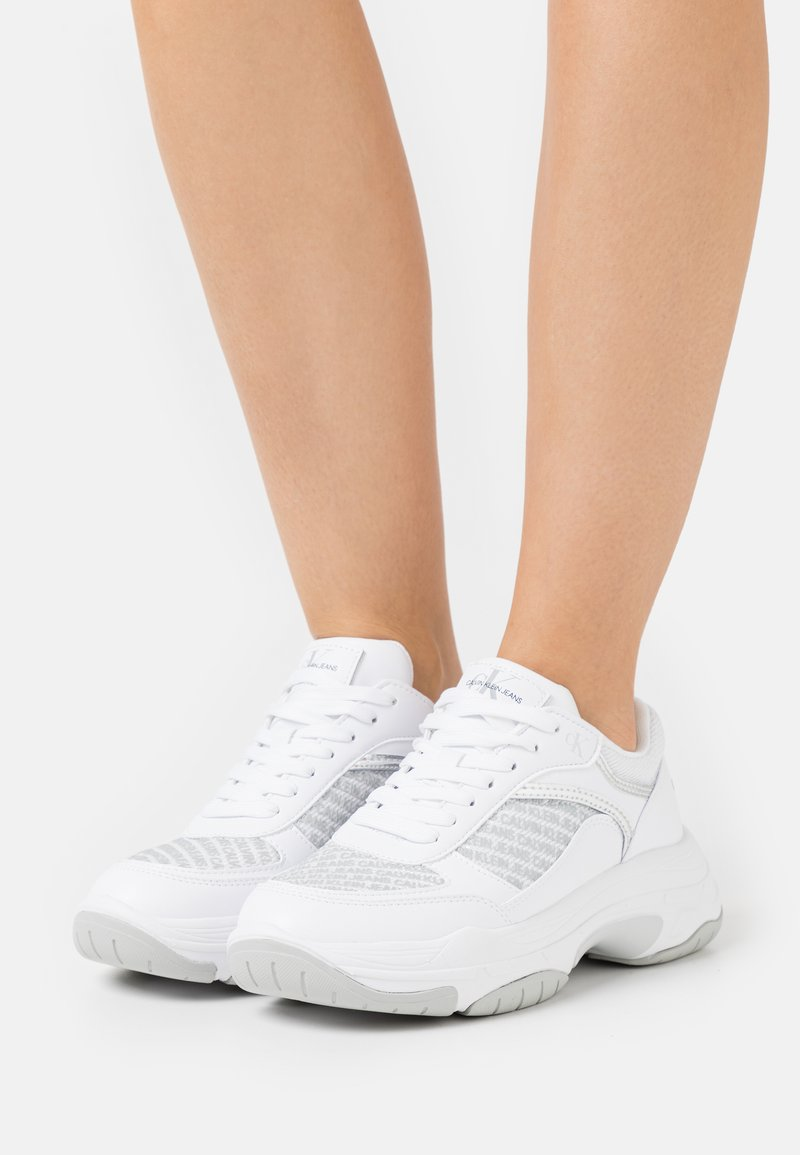 Calvin Klein Jeans - CHUNKY SOLE LACEUP PU-PES - Trainers - bright white