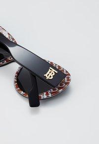 Burberry - Sunglasses - top black/red - 4