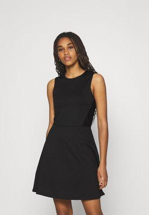 ONLNICOLA DRESS - Trikoomekko - black