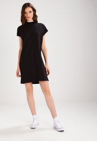 Weekday - PRIME DRESS - Žerzejové šaty - black - 1