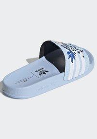 adidas Originals - ADILETTE ORIGINALS - Chanclas de baño - blue - 5