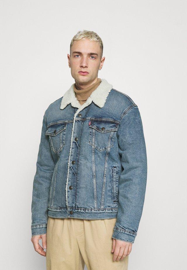 TRUCKER UNISEX - Denim jacket - blue denim