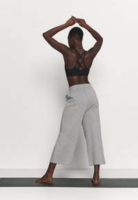 South Beach - CROPPED CITY PANT - Pantalones deportivos - grey - 2