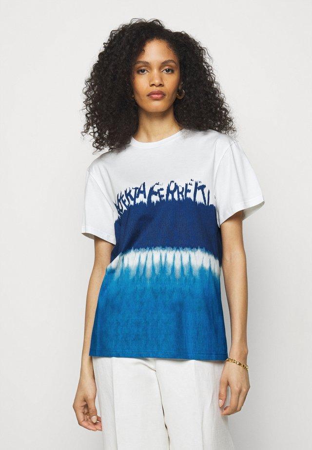 Triko spotiskem - fantasy print blue