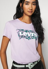 Levi's® - THE PERFECT TEE - Print T-shirt - purple - 5