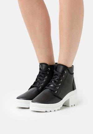 ECOHEEL - Šněrovací kotníkové boty - black