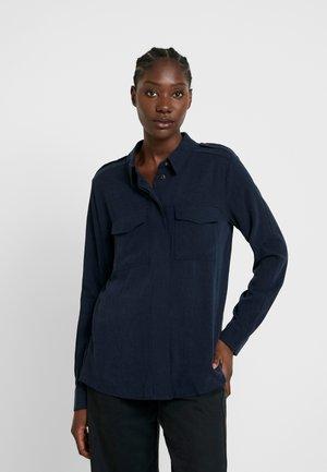 SLFMILJA ODETTE - Button-down blouse - dark sapphire