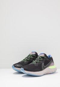 Nike Performance - RENEW RUN SE - Zapatillas de running neutras - black/metallic dark grey/plum dust/royal pulse/ghost green/platinum violet - 2