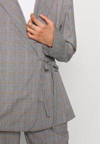 Who What Wear - SIDE TIE - Blazer - grey - 3