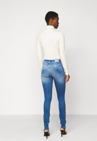 ONLY Tall - ONLBLUSH LIFE - Jeans Skinny Fit - medium blue denim - 2