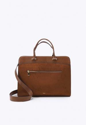 BRIEFCASE CHARM - Laptop bag - camel