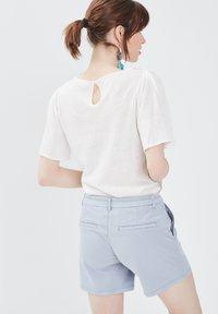 BONOBO Jeans - Print T-shirt - ecru - 2