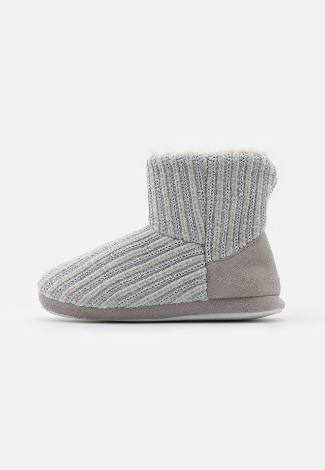 FAYLA - Tohvelit - grey metallic