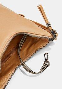 Esprit - Across body bag - camel - 8