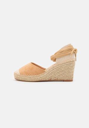 Zapatos de plataforma - brown
