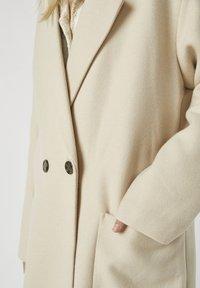 PULL&BEAR - Zimní kabát - beige - 4
