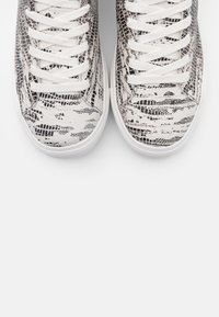 Kurt Geiger London - LANEY EAGLE - Tenisky - black/white - 6