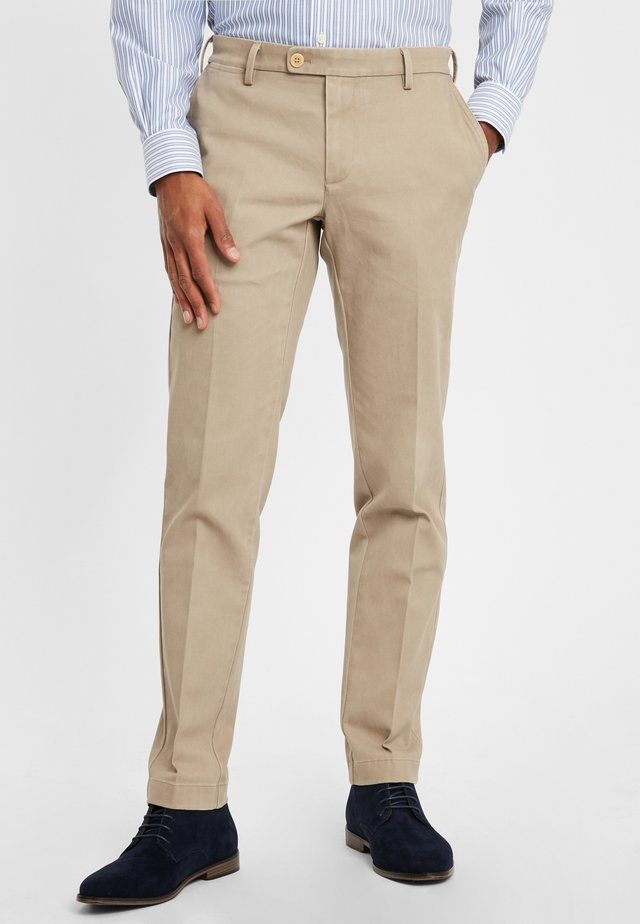 TEXTURED TROUSERS SOHO DESERT TAUPE - Trousers - medium beige