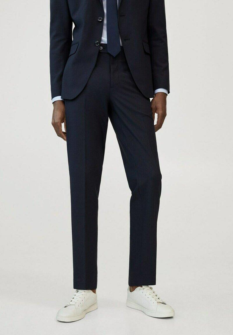 Mango - TRAVEL - Pantaloni eleganti - bleu marine
