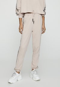PULL&BEAR - Tracksuit bottoms - rose - 0